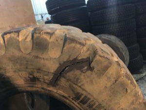 Грузовая шина до бокового ремонта - фотография завода ReNova